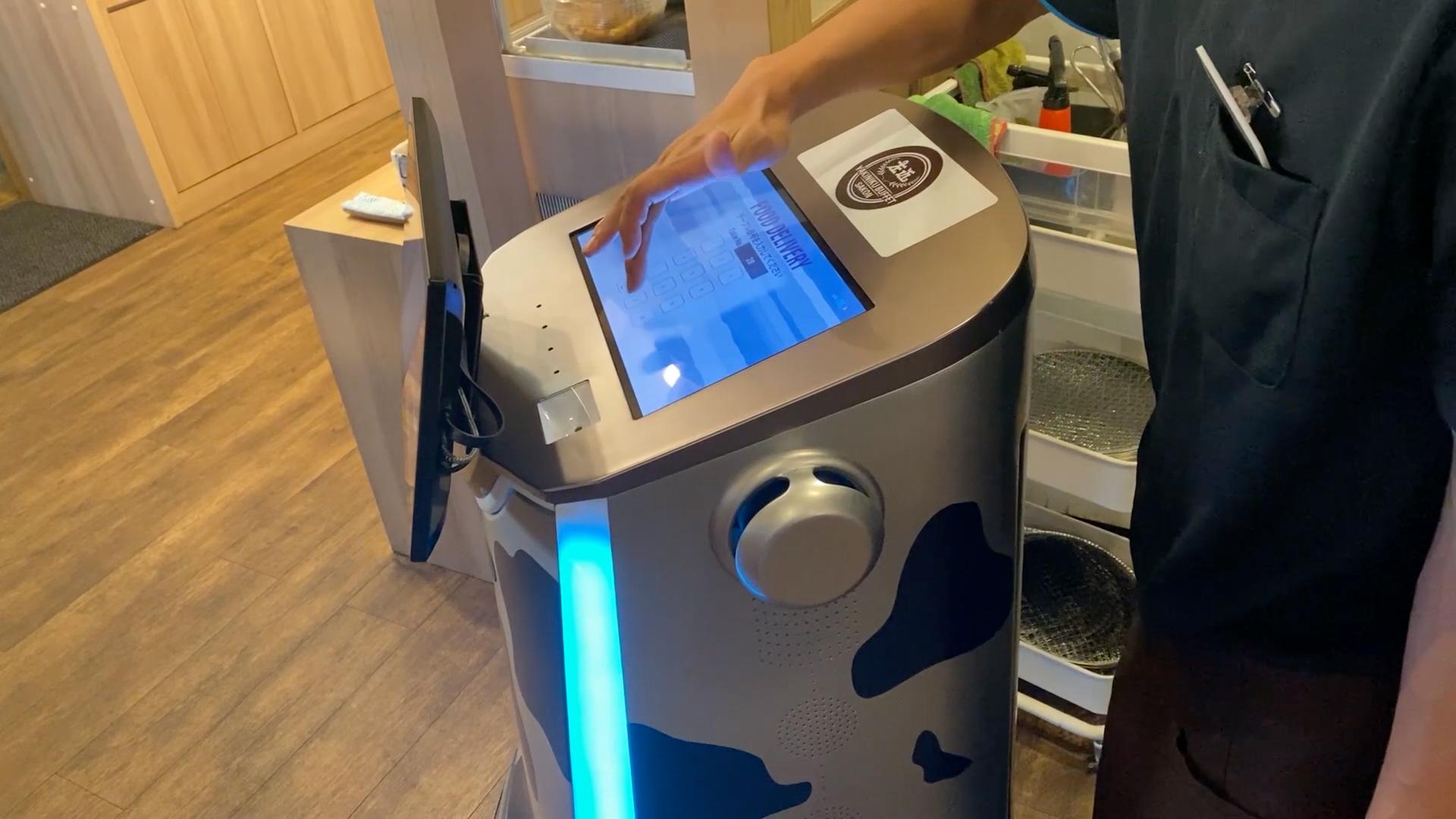 サービスロボット SAKURAの上面HDタッチスクリーン